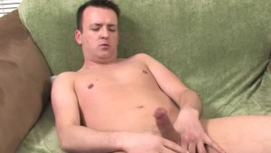 Mature guy jerking off on the green bed