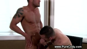Sexy muscle guy loves sucking cock for lucky model