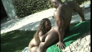 Black couple fuck near the pool - CDI