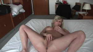 Milf Babe Gets Off In Her Room - Julia Reaves