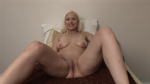 Natural Titted Blonde Playing With Her Box - DreamGirls