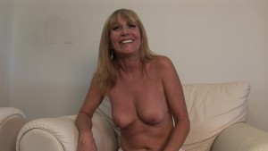 Real Amateur MILF Interviewed - DreamGirls