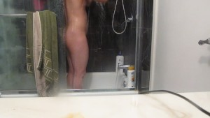 JUICY COCK JUICY ASS STUD HAS A GREAT SHOWER