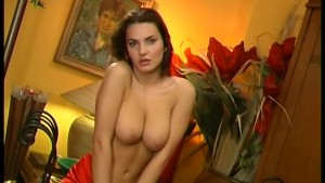 Brunette Babe Bating - Pleasure Photorama