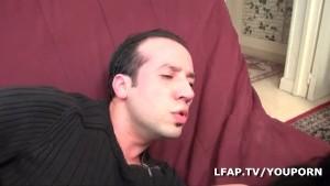 Brunette francaise se fait cartoucher l anus