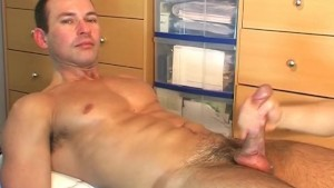 Full video: A sexy swimmer guy gets massaged and gets wanked his huge cock by a gay guy !