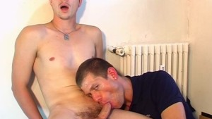 Str8 guy gets sucked his hard cock by a fotographer!