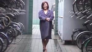 Yukari Sakurada blows cock for jizz uncensored