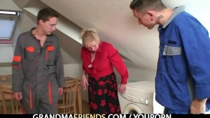 Old widow pleases two repair men