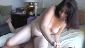 Scarlette is a sexy mature lady who loves facial cusmhots