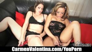 Carmen Valentina eats out goth slut s pussy