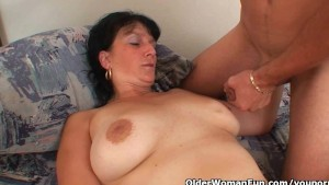 Mature mom craves her daily cumshot