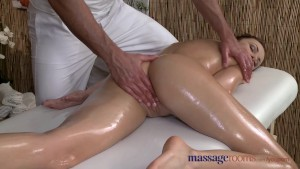 Massage Rooms Sexy client enjoys stud s big hard cock in her shaved hole