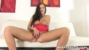 Gorgeous slut Gabriela in a sexy solo scene