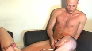 The straight delivery guy gets sucked by a client in spite of him !