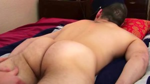 4 hands massage to a real straight guy !