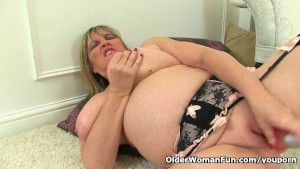 British milf Alisha Rydes loves dildoing her pussy