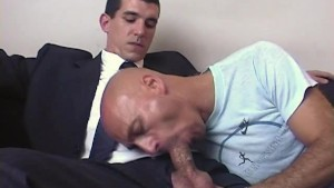 The str8 vendor made a porn: watch his huge cock gets wanked by a guy!