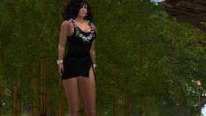 Une jolie brune en mini robe noire sur une île