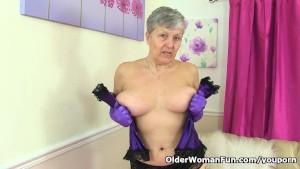 British granny Savana still loves toying her old pussy