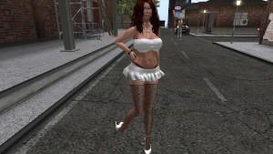 Une femme virtuelle en mini jupe blanche et bas collant noire