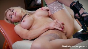 Alix Lynx worship her own pussy