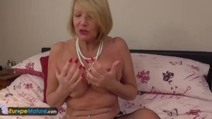 EuropeMature Amy having fun solo time