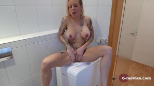 6-movies.com - A normal morning with Mia -