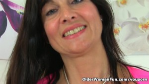 British milf Lelani plays with new sex toy
