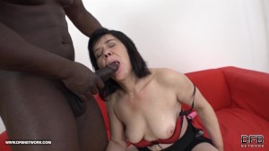 Granny squirting and humping huge black cock likes to blowjob