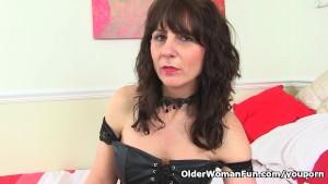 Scottish milf Toni Lace will tell you how to wank it