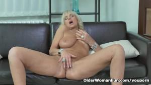 Euro milf roxana furiously rubs her clit 6