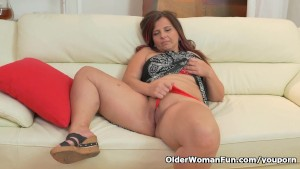 Euro milf Riona takes matters into her own hands