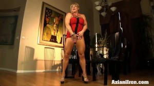 Super strong woman dildos her wet pussy