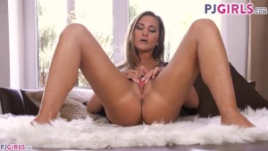 Naomi Benneta masturbating, showing her cervix and reaching real orgasm
