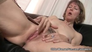 British milf raven tweaks her tights for easy access - 3 part 3