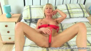 British gilf Elaine toys aroun