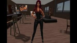 Fred Adjani qui rencontre une femme virtuelle en cheveux rouge violine
