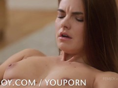 Suzie Carina cums for...