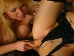 Girlfriends lick each other til they orgasm (clip)