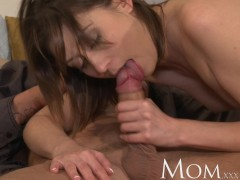 MOM Experienced brunette loves having men pay special attention to her pussy