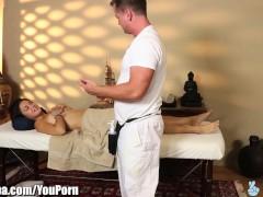 Massage turns to Cheating for Wild Girl Daisy Haze