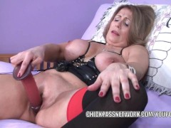 Curvy MILF Sandie Marquez fucks her mature twat with a toy