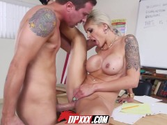 Digital Playground - Teacher Motivates Student