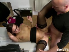 Office Chick Holly Hunter Loves Anal