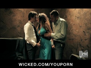 BIG TIT PORNSTAR ALEKTRA BLUE HAS GROUP THREESOME