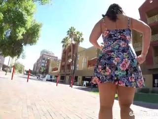 Pretty Curvy girl next door sucks dick in car