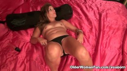 American milf Katrina plays...