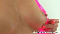 British milf Lelani plays...